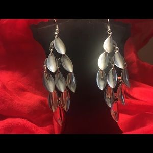 Jewelry - 👑Silver Dangle MULTIPLE teardrops earrings👑